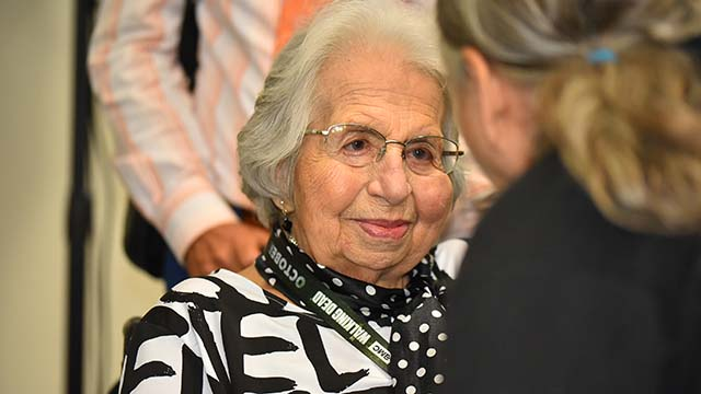 Holocaust survivor Ruth Sax speaks with an interested audience member after Comic-Con panel.