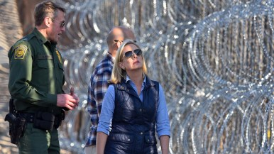 Kirstjen Nielsen inspects concertina wire at border