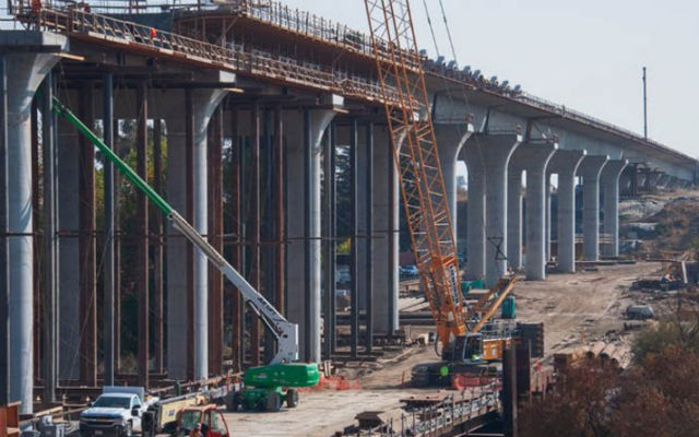 Construction of the San Joaquin River viaduct