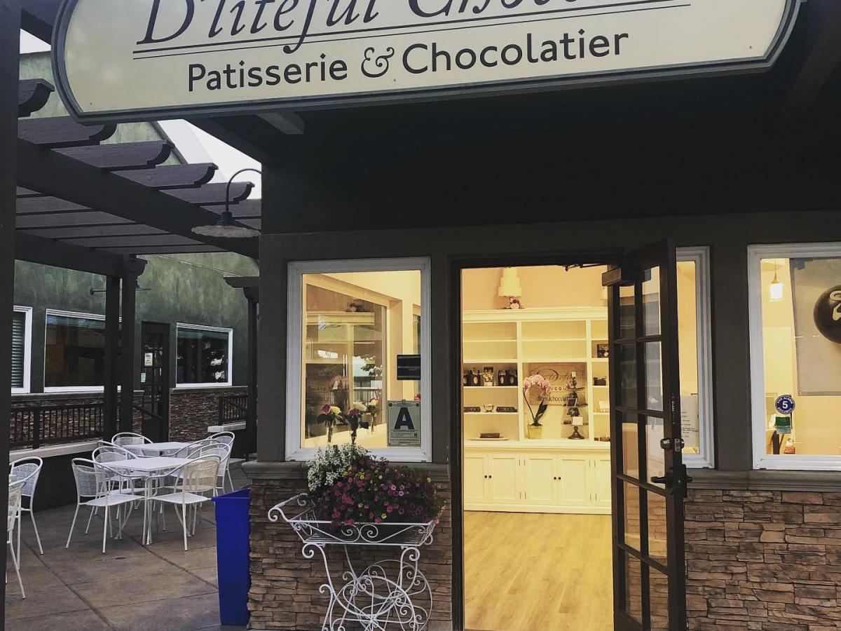 D'liteful Chocolat storefront