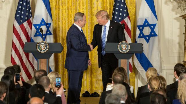 President Trump shakes hands with Israeli Prime Minister Benjamin Netanyahu
