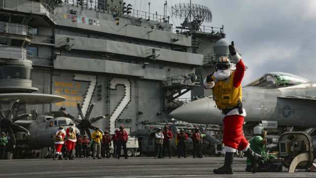 """Santa"" directs a launch aboard the USS Abraham Lincoln"