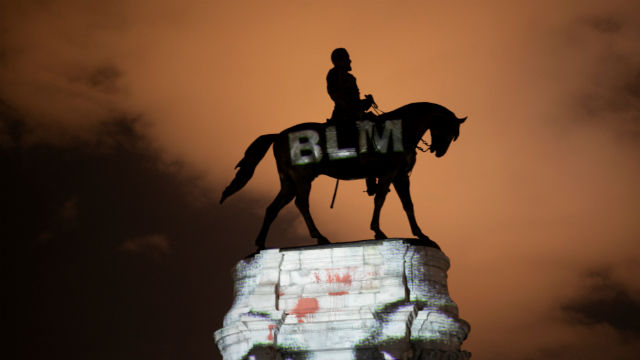 Statue of Robert E. Lee in Richmond, VA