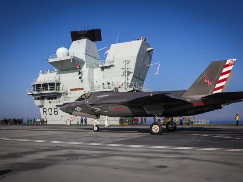 F-35B lands on the HMS Queen Elizabeth