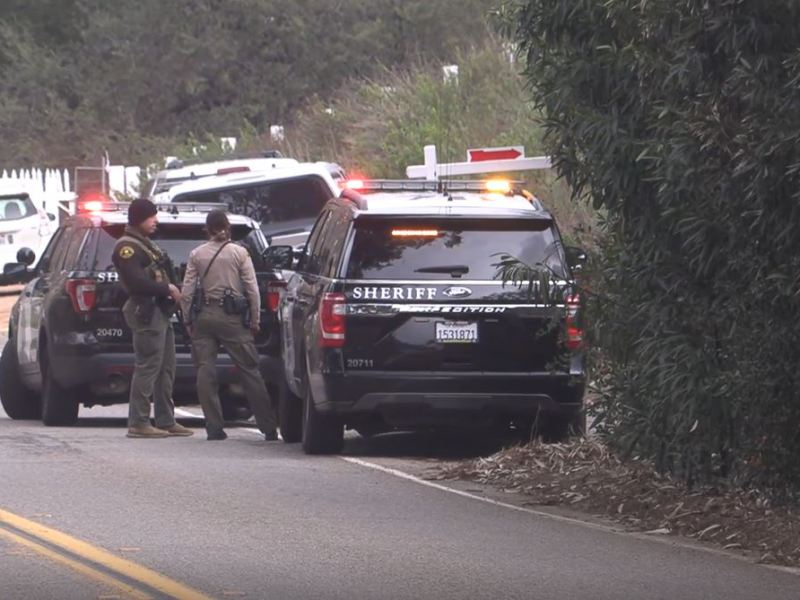 Sheriff's deputies at the standoff