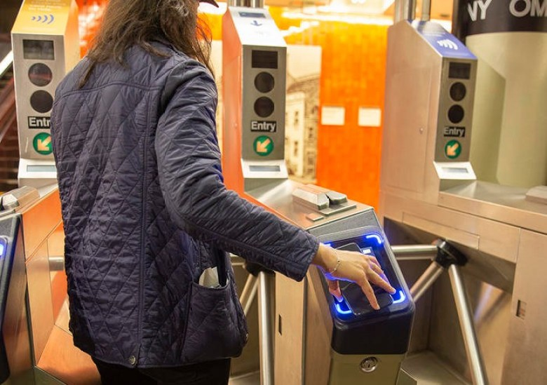 Subway rider uses Cubic fare system