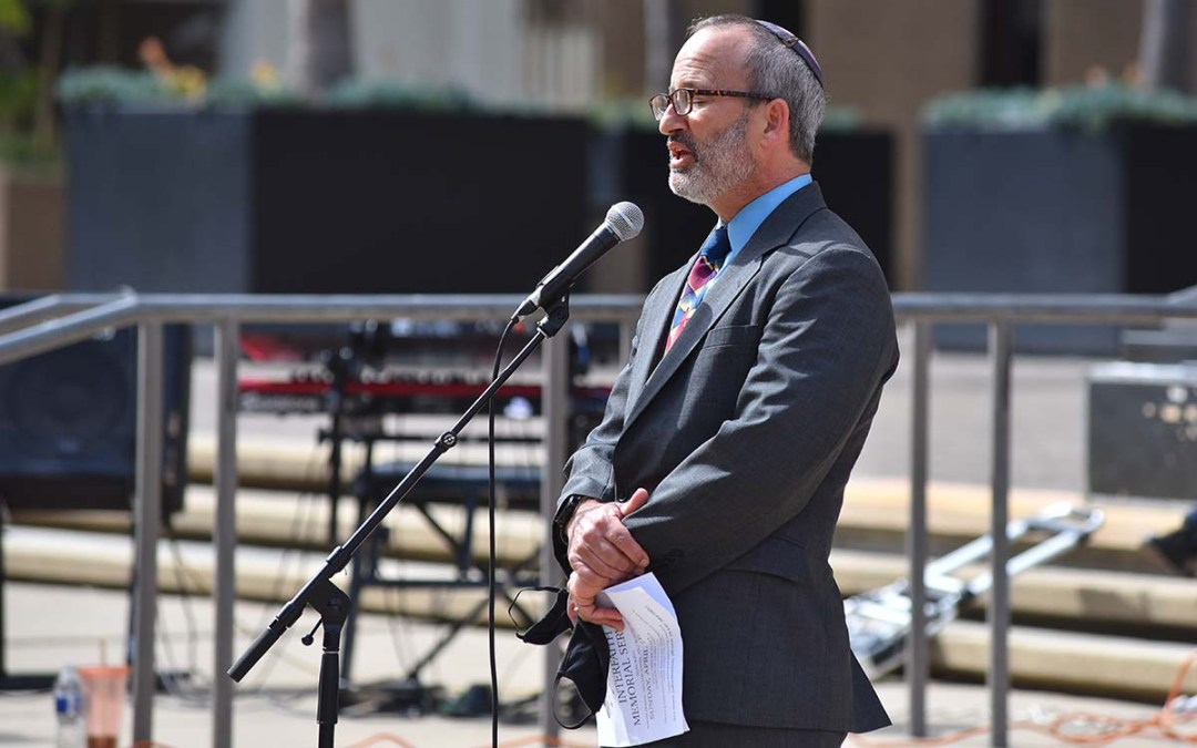 Rabbi Scott Meltzer of Ohr Shalom Synagogue sings a prayer in Hebrew during an interfaith memorial service for three homeless men in downtown San Diego. Photo by Chris Stone