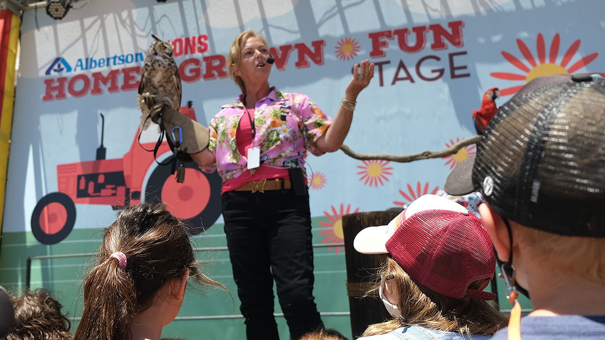 Karla Majewski of Pacific Animal Productions tell children about a Great Horned Owl. Photo by Chris Stone