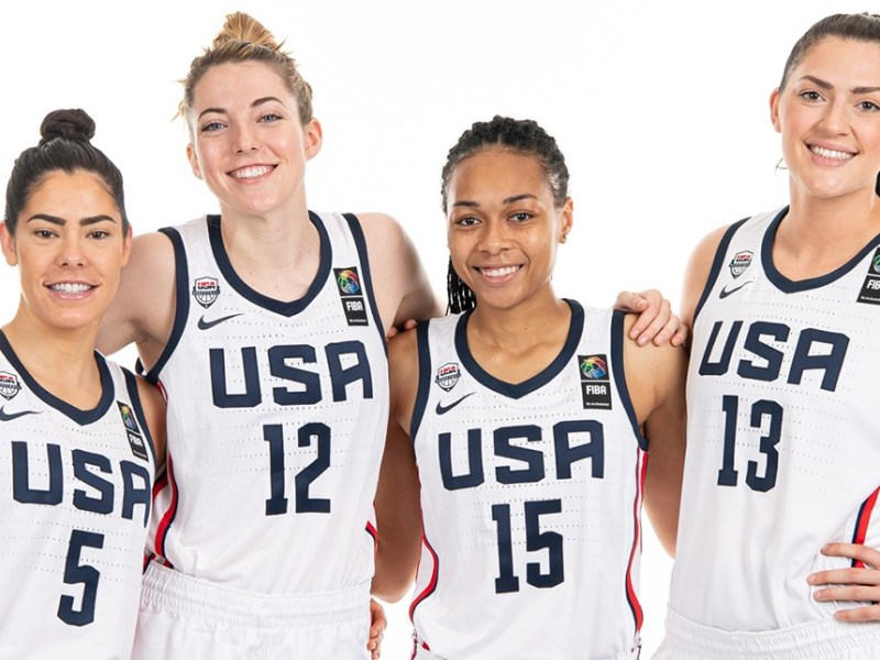 Kelsey Plum and other members of the team