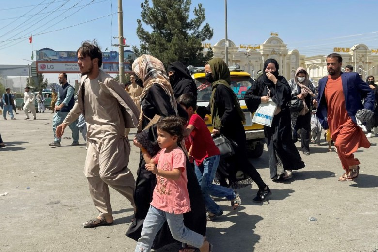 Afghans flee to airport
