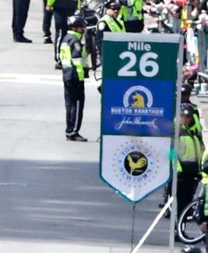 130415-newtown-marathon-637p.photoblog600