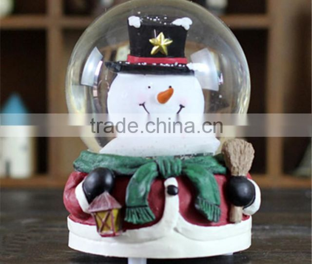 China Custom Made Cheap Water Globe Polyresin Seal Plastic Christmas Snow Globe
