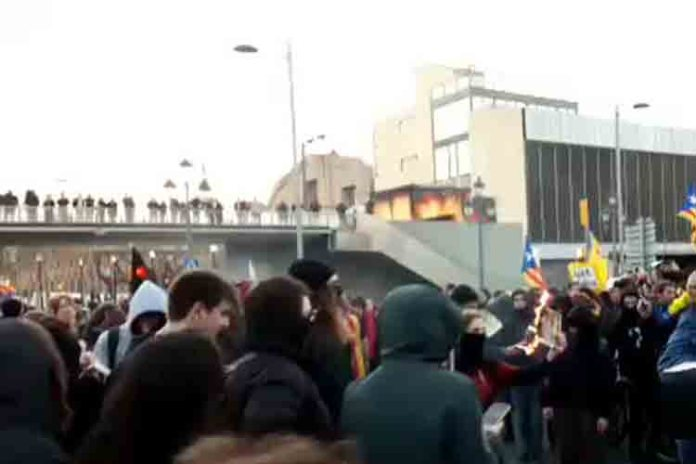 Los CDR cortan la Plaza de España en Barcelona