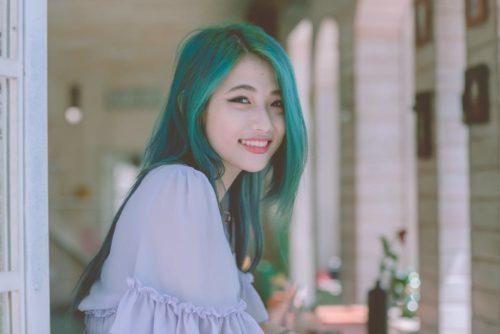自信美麗帥氣大方的微笑