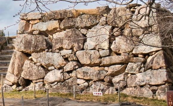 Bild eines Ranzumi Steinwalls der Burg Takeda