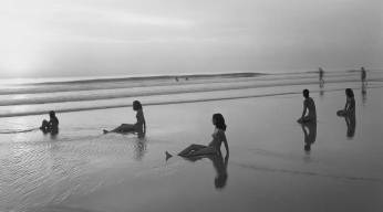 C060_beachgroup_1stdibs_l