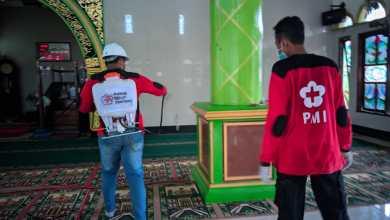 Photo of Relawan PMI-PMR Sepaku Semprotkan Disinfektan