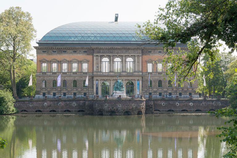 K21, Außen, Teich dusseldorf museum 11x waarom