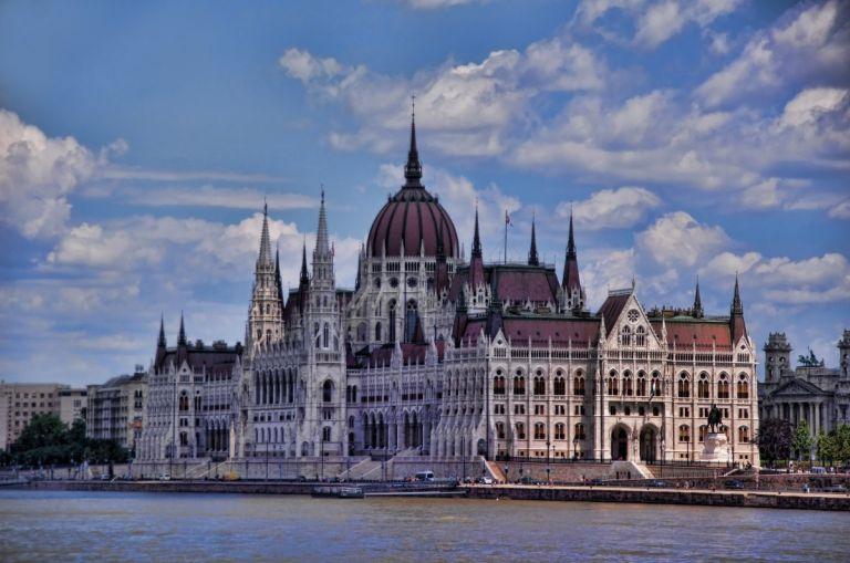 parliament budapest parlementsgebouw boedapest donau 15x waarom
