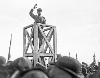 Maréchal Foch addresses the crowd of spectators, 21 May 1922.