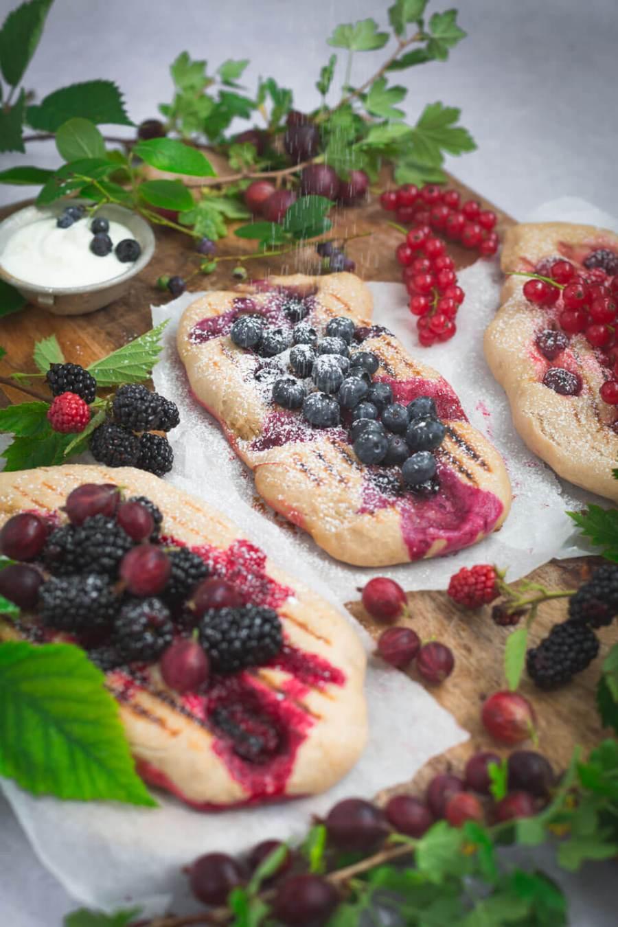 Süßes Grillbrot mit Beeren