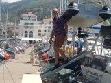 We are proudly inaugurating our landing board. A bit hard for me (Peter) to get under the dinghy.