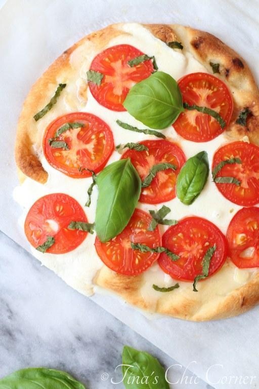 Margherita Naan Pizza04