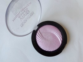 Makeup-Revolution-London-Pink-Lights-Vivid-Baked-Highlighter-Review-open