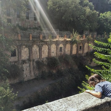 stan-next-to-river-below-alhambra