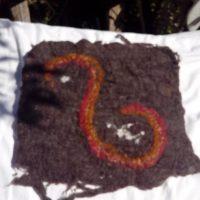 Feutre S, laine noire, cochenille, garance