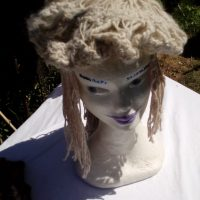 Bonnet, alpaga, beige, ajouré, filé main, crochet