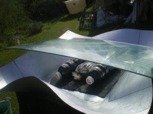 Essai de teinture dans une cuisinière solaire improvisée