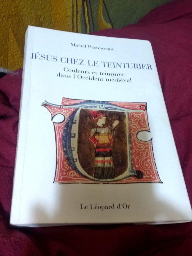 Dans ce livre, Michel Pastoureau décrit l'évolution de l'appréciation de certaines teintes au cours de l'histoire