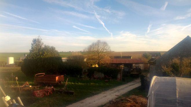Paysage de printemps depuis la fenêtre de la cuisine, on devine fond Chatenoy, où Paul Thierry possède d'autres terres