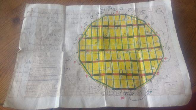 Plan de la yourte et annotations de Paul pour le montage, document de référence pour l'installation du plancher