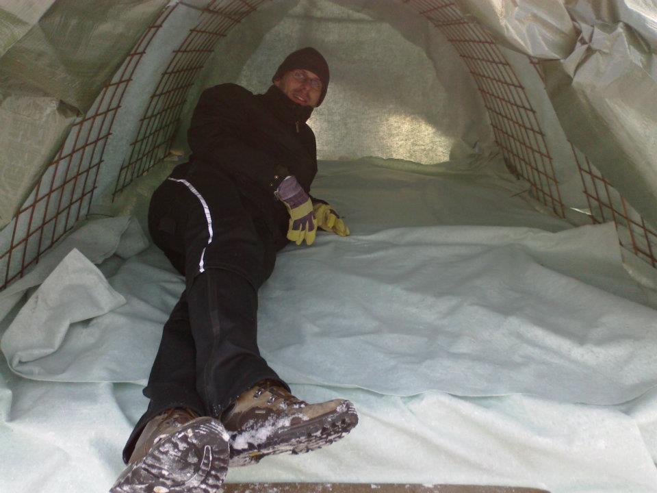 Architekti postavili z odpadu příbytek pro bezdomovce, za pár dní zmizel