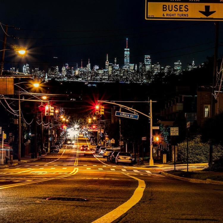 Double tap if you love NY! Beautiful view of Manhattan from Staten Island at the intersection of Forest Ave and Victory Blvd, Silver Lake Park