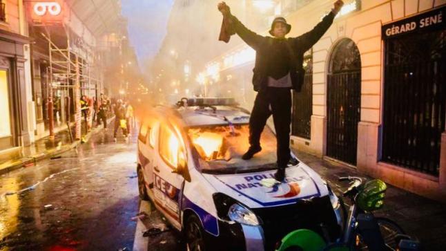 بسبب كورونا.. إحتجاجات حاشدة بفرنسا ضد ماكرون