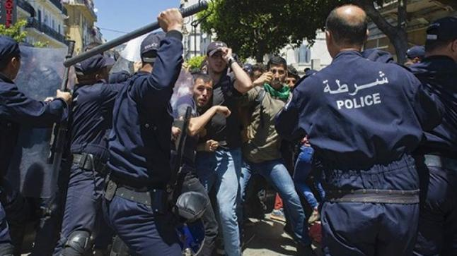 """النظام الجزائري فضل """"القمع الشامل"""" على الإنصات للمطالب الشعبية"""