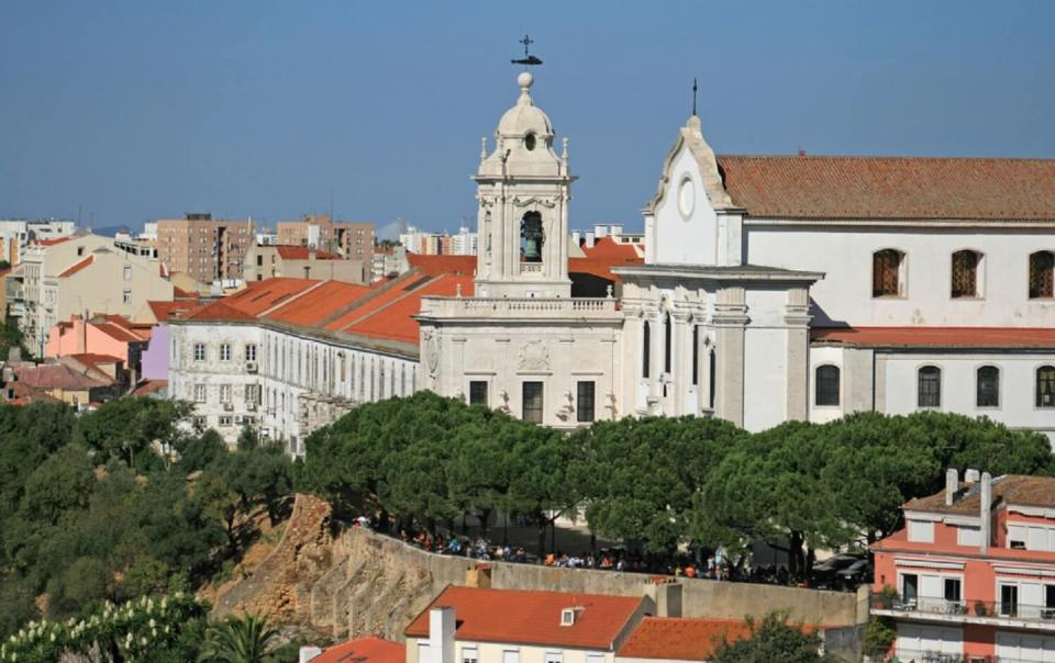 Tings Lisbon is not a boutique hotel - just a nice place to stay. And the best in Graca
