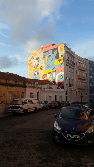 Around the corner from our hotel we have one of best walls in Lisbon