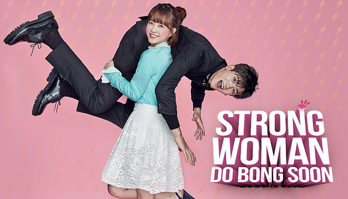 Do Bong Soon carregando Ahn Min-hyuk nas costas