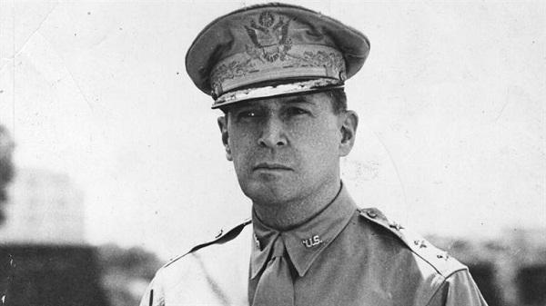 Bị đánh bom nguyên tử, vì sao người Nhật lại cúi đầu kính trọng tướng Mỹ?