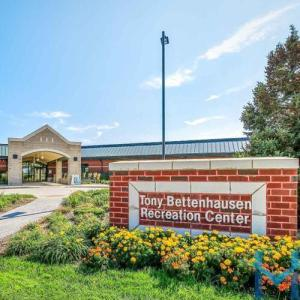 Bettenhausen Recreation Center Tinley Park Sunny