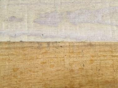 Onderaan: onbehandeld hout. Bovenaan: een laag paneelloog. Dekt meer op ruw hout, wat minder op geschuurd hout.