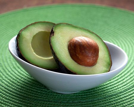 hacer tinte natural con aguacates