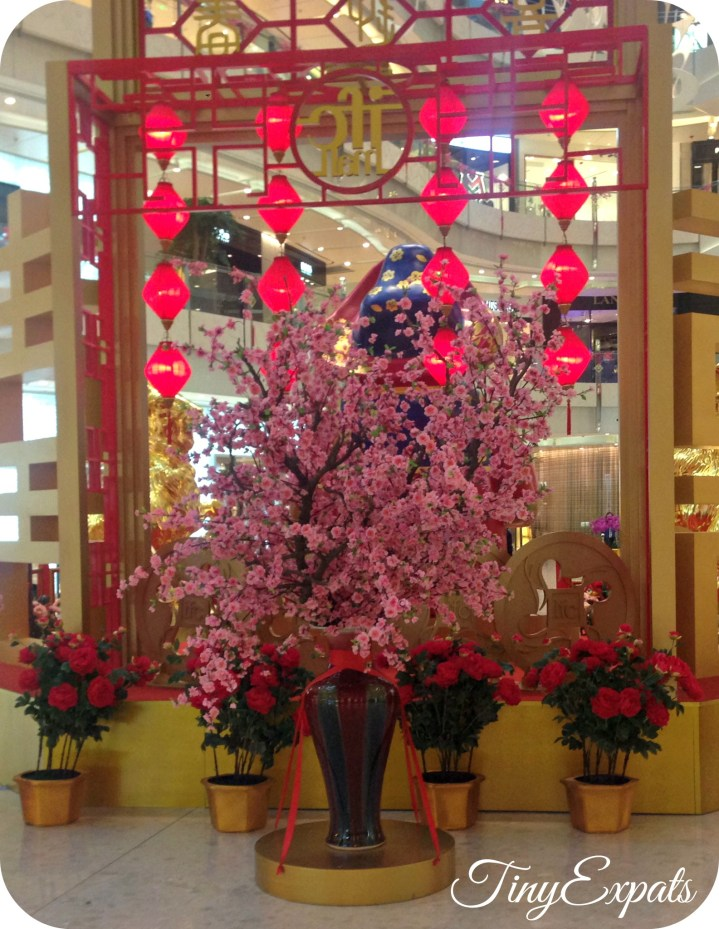 Cherry blossoms are one of the main symbols of the Spring Festival