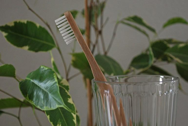Bambuszahnbürste, Plastikfrei im Badezimmer, Zero Waste Kosmetik, Zero Waste Badezimmer, Less Waste Kosmetik, Low Waste Kosmetik, plastikfreie Kosmetik