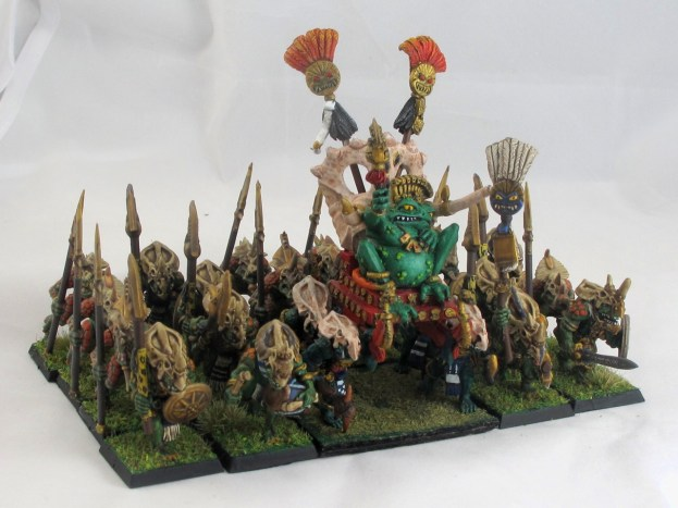 And here they are doing their thing: guarding the slann. Sort of highlights how badly I need to touch up the slann...