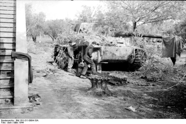 A Tiger I in its default state: broken down.